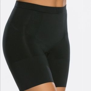 SPANX Oncore Mid Thigh Short